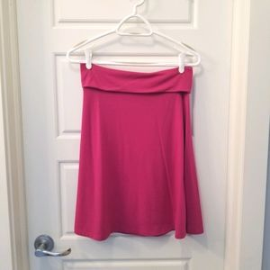 Soft and stretchy Old Navy skirt in fuchia